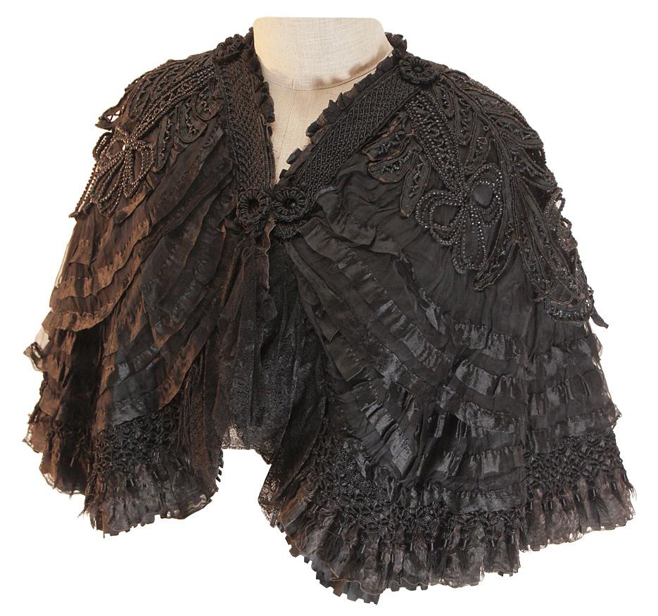 Jahrhundertwende Cape aus Baumwolle mit mehrlagigen Rüschen