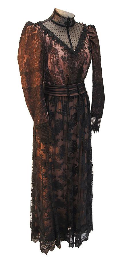 Jahrhundertwende Kleid aus Seide mit aufgearbeiteter Spitze