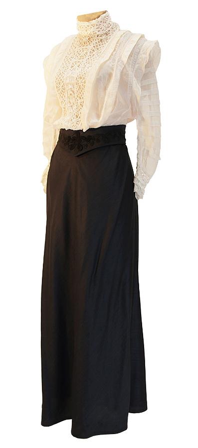Jahrhundertwende Bluse mit Brusteinsatz aus Spitze und ausgestellter Rock aus Wollstoff